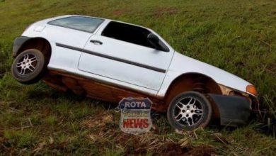 Photo of Motorista abandona veículo após perder controle da direção em avenida e cair em buraco