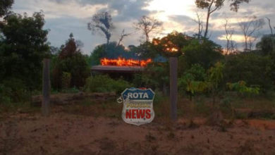 Photo of Casa na área rural pega fogo em Vilhena