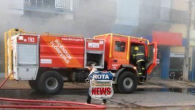 Photo of Prédio da Diságua pega fogo e grande aparato do Corpo de Bombeiros tenta conter chamas