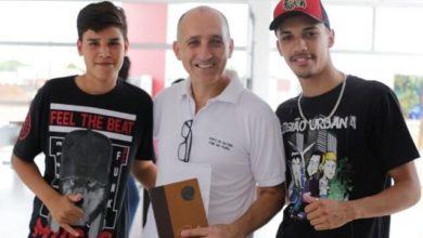 Photo of Estudantes visitam exposição artística na Fundação Cultural