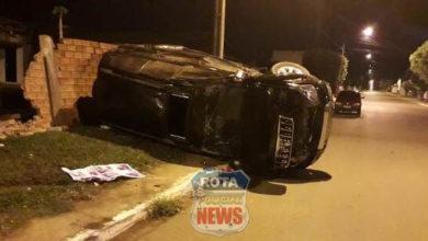 Foto de Colisão envolve dois carros e resulta em capotamento no bairro Bela Vista
