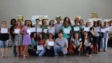 Photo of Alunas de curso de pintura gratuito revelam benefícios  da atividade oferecida pela Prefeitura