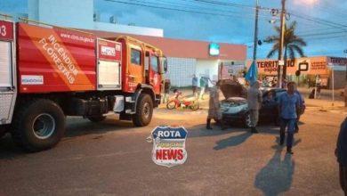 Photo of Veículo pega fogo no Centro e populares contém chamas até a chegada do Corpo de Bombeiros