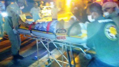 Foto de Jovem fica em estado grave após colisão contra carro em semáforo na avenida Paraná