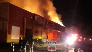 Photo of Equipes do Corpo de Bombeiros de Vilhena e Cerejeiras tentam conter incêndio em supermercado de Colorado do Oeste