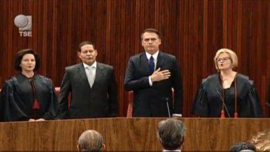 """Photo of Bolsonaro e General Mourão são diplomados e presidente fala em """"compromisso com voto popular"""""""