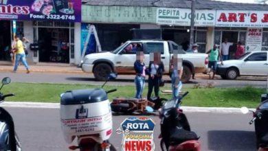Foto de Motociclista atinge traseira de carro que parou para pedestre no Centro