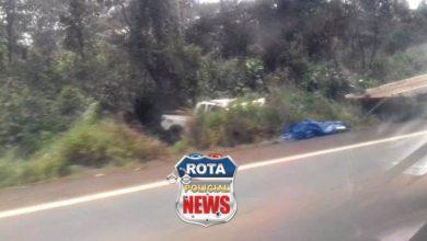 Photo of Motorista de picape capota e sai da estrada na BR-364 próximo de Vilhena