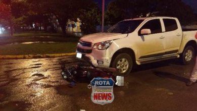 Photo of Motociclista avança sinal vermelho e duas pessoas ficam feridas após acidente