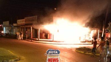Photo of Incêndio é registrado em loja de móveis usados e bombeiros agem rápido e contém chamas