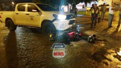 Photo of Motociclista sofre fratura exposta após colisão contra camionete da Prefeitura em frente ao hospital