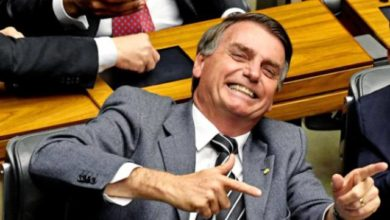 Photo of Bolsonaro assina decreto que facilita posse de arma de fogo
