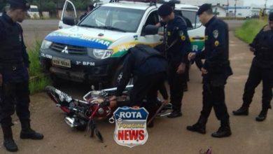 Photo of Piloto de fuga: motociclista sem capatece colide contra viatura da polícia durante fuga em Vilhena