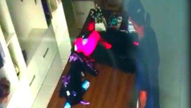 Photo of Câmeras de segurança flagram homem furtando roupas em loja de Vilhena