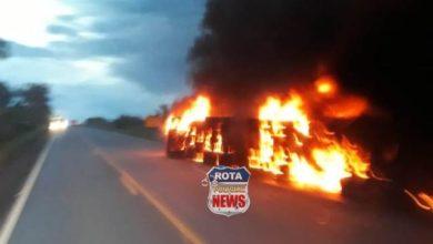 Photo of Urgente: carreta tomba e pega fogo na BR-364 próximo de São Lourenço, distrito que pertence à Vilhena/RO