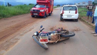 Foto de Motociclista acerta carro parado e sofre possível traumatismo craniano em Vilhena
