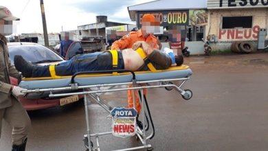 Photo of Motociclista sofre queda após passar por quebra-molas e moto acaba atingindo carro
