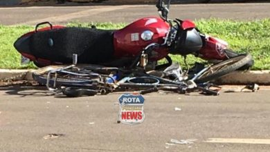 Foto de Motociclista acerta idoso que atravessava faixa de pedestres a bordo de bicicleta no Centro