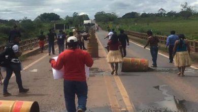 Photo of Baderna: Índios fecham ponte do Riozinho na BR-364 em Cacoal