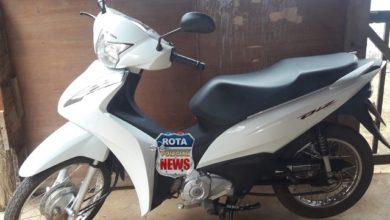Photo of Em Vilhena, câmeras de segurança flagram momento em que bandidos roubam motoneta