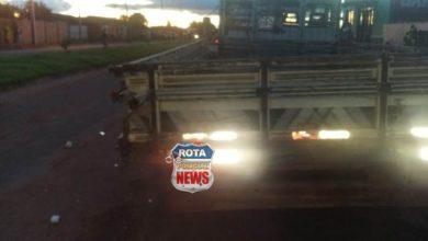 Photo of Motociclista sofre ferimentos ao atingir caminhão parado
