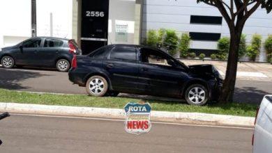 Photo of Veículo atinge árvore na avenida Major Amarante após colisão contra carro