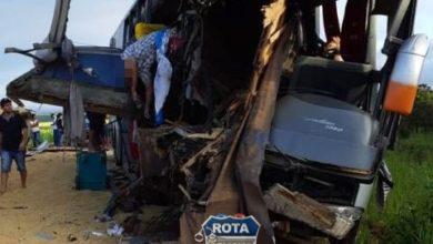 Photo of Bombeiros de Vilhena auxiliam em resgate de colisão entre ônibus e carreta com vítimas fatais no MT