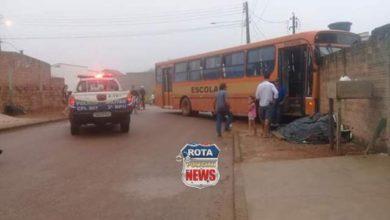 Photo of Ônibus escolar com 31 alunos atinge muro de residência e uma criança é hospitalizada