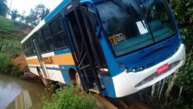 Photo of Ônibus escolar escorrega e quase cai dentro de rio com alunos na zona rural de cidade em Rondônia