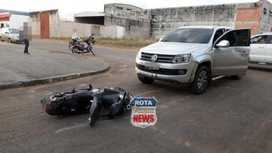 Foto de Duas quadras abaixo de onde ocorreu acidente entre motos, camionete atinge motoneta e uma pessoa fica ferida