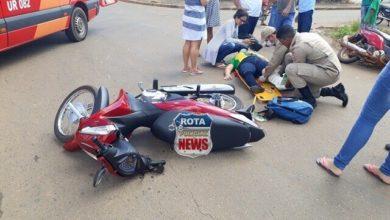 Photo of Colisão entre duas motonetas deixa mulher com possível fratura na perna na avenida Brasil