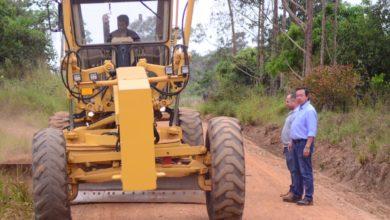 Foto de Prefeito dá ordem de serviço para recuperação de 33 km nas linhas 130 e 135