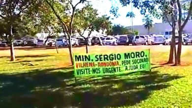 Photo of Vilhenense coloca placa em frente ao Ministério da Justiça e denuncia vereadores com tornozeleira e recebendo salários