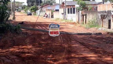 Photo of Poste de iluminação cai e deixa rua interditada aos fundos da APAE