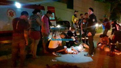 Foto de Motociclista morre atropelado por caminhão enquanto aguardava socorro após colidir em moto