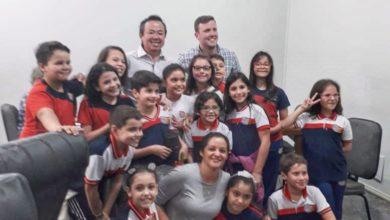 Foto de Alunos do colégio Vanks visitam Prefeitura acompanhados de professora e vereador