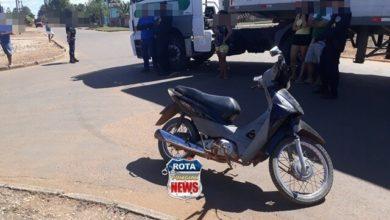 Photo of Motociclista sofre queda e fratura exposta ao evitar colisão contra carreta no bairro Vila Operária