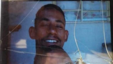 """Foto de Irmã comunica desaparecimento do irmão e diz: """"me falaram que ele tá morto no porta-malas de um carro"""""""