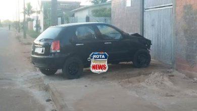 Foto de Motorista de carro derruba poste e deixa bairro sem energia em Vilhena