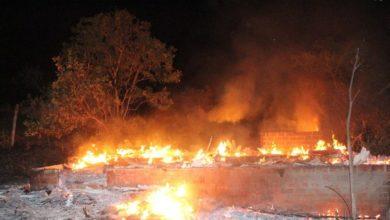 Photo of Incêndio consome casa desabitada em Colorado do Oeste
