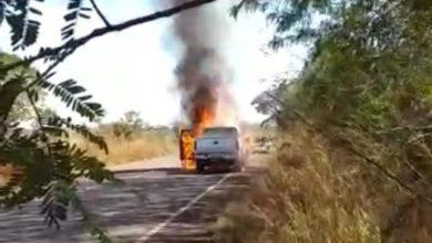 Photo of BR-435: camionete pega fogo próximo de Cerejeiras