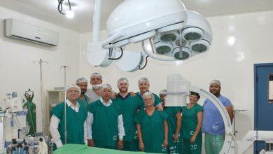 Photo of Prefeito e Maziero entregam arco cirúrgico adquirido com emenda de Mariana no Hospital Regional