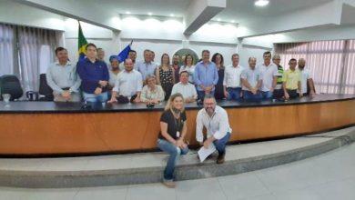 """Foto de Luizinho Goebel destaca trajetória dos gestores e diz """"essa dupla deu certo"""" durante homenagem à prefeito e vice-prefeita de Vilhena"""