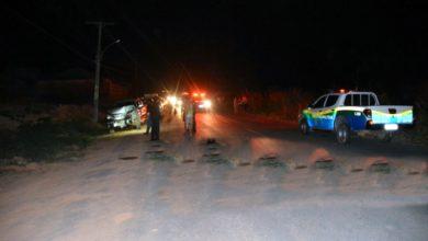 Foto de Ao menos cinco bairros ficam sem luz elétrica após choque de pick-up em poste
