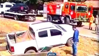 Foto de Após esquecer de acionar freio de mão e camionete parar em bueiro, Corpo de Bombeiros é acionado