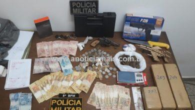 Foto de Jaru – Guarnição da PM apreende cerca de 2,7 Kg de droga e revólver e conduz mãe e filho