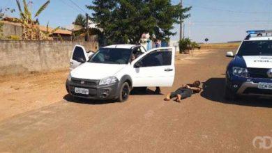 Photo of Adolescente de 15 anos furta carro de idoso de 81 e só para após policiais atirarem no pneu