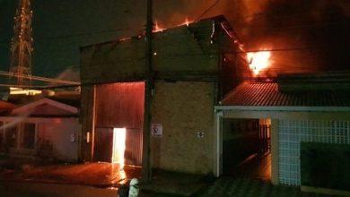 Foto de Incêndio de grandes proporções atinge comércio, casas e escola em Porto Velho