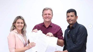 Photo of Vereadores de Alvorada do Oeste visitam gabinete do deputado Luizinho Goebel em busca de melhorias