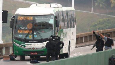 Photo of Sequestrador de ônibus é morto por atirador de elite na Ponte Rio-Niterói; os 37 reféns passam bem